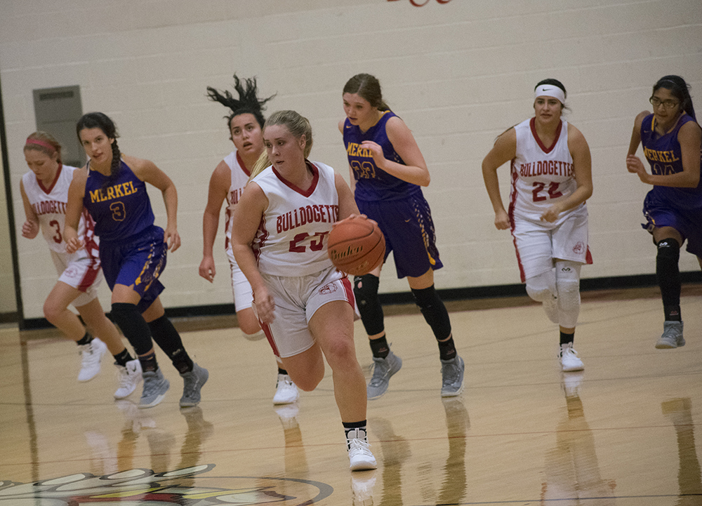 Bulldogettes fall to Lady Badgers